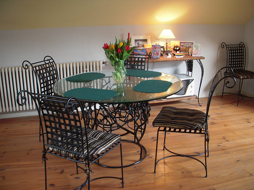 Metal accents are common in contemporary dining rooms, too Photo: elmada @flickr