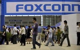 AP photo, visitors to Foxconn recruit fair walk past plant sign
