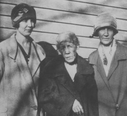 Widow Annie (center) circa 1924, with dau-in-law May (left) and dau Ruth (right).