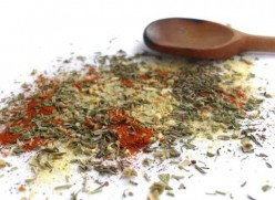 What Goes in Homemade Italian Seasoning? Make your own!
