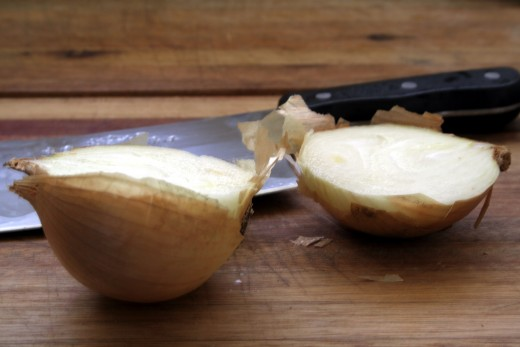 Step 1. Cut the onion from top to bottom in the middle, across the length.