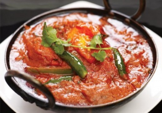 Delicious chicken jalfrezi recipe cooking using garam masala.