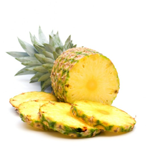 Freshly cut pineapple with slices