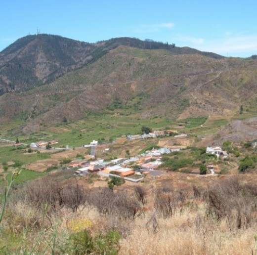 Valle de Arriba and mountains
