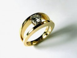 Engagement Rings: Don't Be Fooled By Flaws!