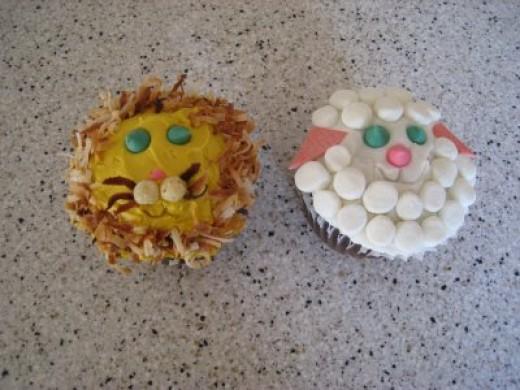 Source:  http://cowcakecreations.blogspot.com/2009/01/twilight-cake.html
