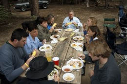 http://www.trailcrew.org/2005/Images/people_eating.jpg