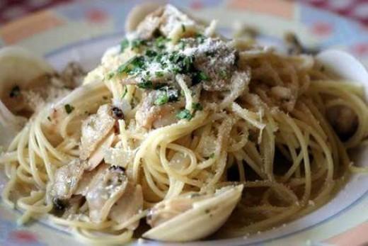 Spaghetti with clams and white sauce - photo from photos.igougo.com