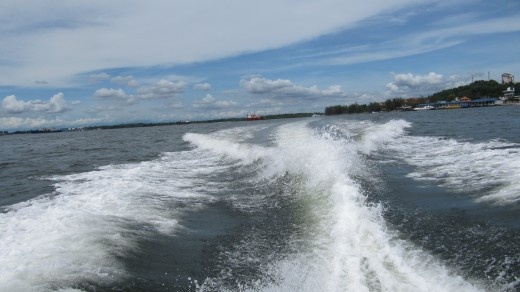 Speeding away from Lumut Jetty. Photo by Yean Xin