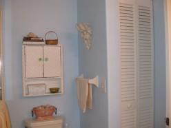 Decorating Ideas - Bathroom Decor on a Budget