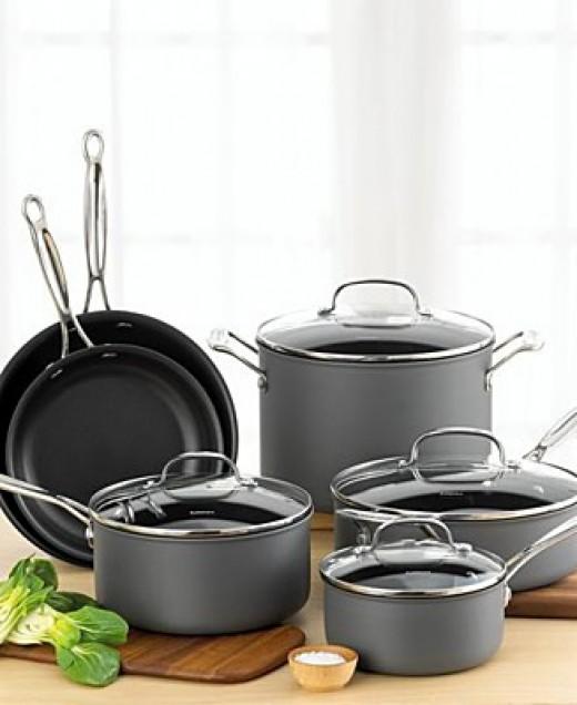 Hard anodized aluminum cookware: Distinguishing charcoal coloured finish