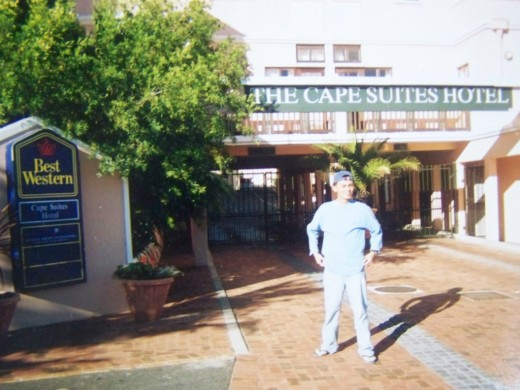 TRAVEL MAN DURING HIS STAY IN BEST WESTERN HOTEL IN CAPE TOWN (MARCH 2002)
