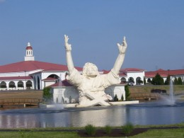 """Touchdown Jesus"" a 2007 photo of the ""King of Kings"" Giant Jesus statue at Solid Rock Church on I-75. Photo by Morhange copyright 2007 under GNU Free-Creative commons attribution share alike license."