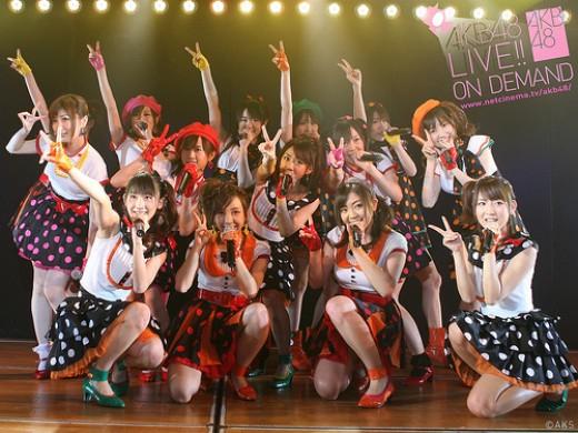 AKB48 posing