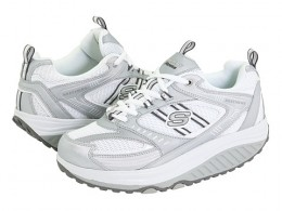 Fuel your fitness passion wearing the sporty Skechers Shape-Ups Fitness Junkie sneakers