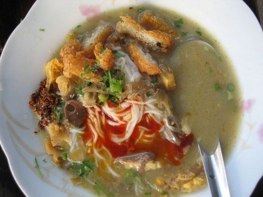it is a vermicelli (rice) in fish soup with ingredients