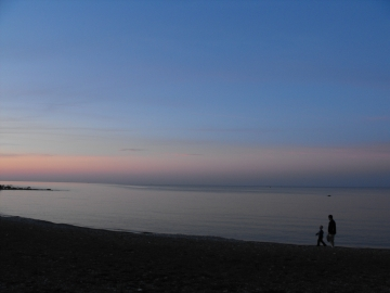 An evening stroll on Georgian Bay in Thornbury