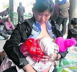 Police Woman in China Breast Feeds Helpless Babies Following Devastating Earthquake!