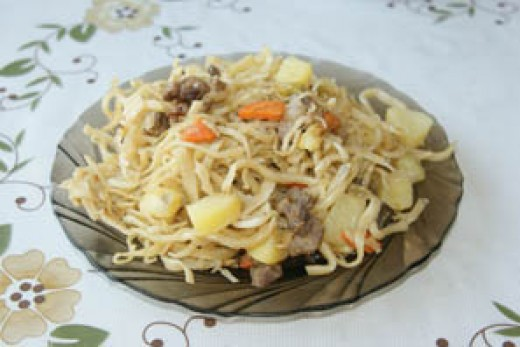 tsuivan -- stew with noodles and ingredients  http://www.gohovd.com/mwiki/images/6/6d/Tsuivan.jpg