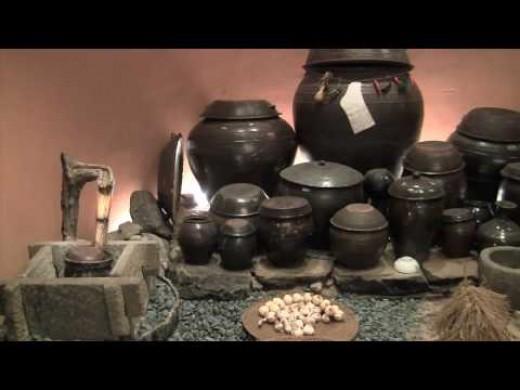 Kimchee storage pot