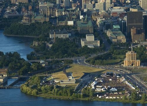 Aerial view of Ottawa in 2007.