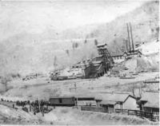 An example of the size of an operating coal mine during the same time period.