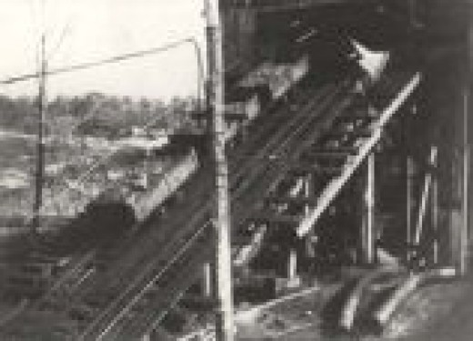 The three coal cars sliced the electric cable of the tippel which sparked a fire with the coal dust and the gas in the surrounding mine opening.