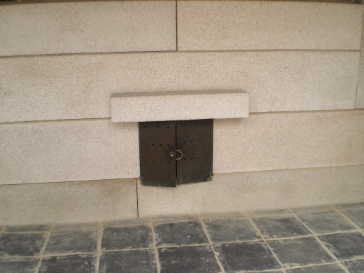 In winter, coal is placed inside the hole to keep the palace warm.