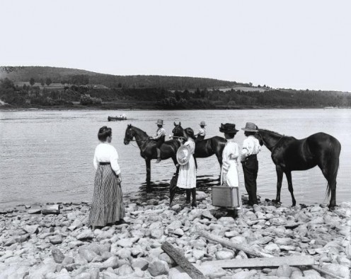A group waiting for the ferry to arrive on the St. John River in 1915.