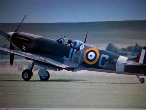 Spitfire landing at an airshow