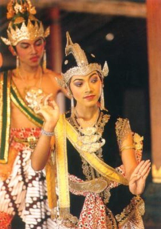 Traditional dance performance http://www.bali-paradise.com/