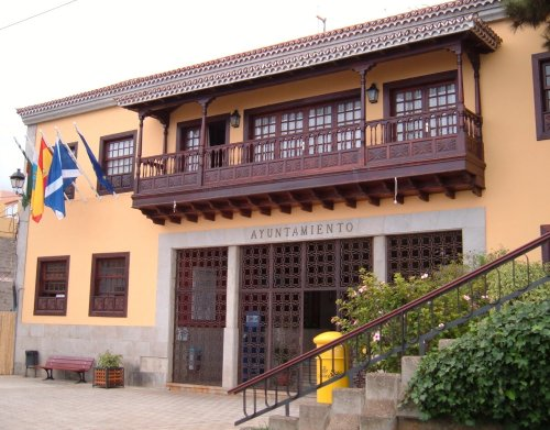 La Victoria town hall Photo by Steve Andrews
