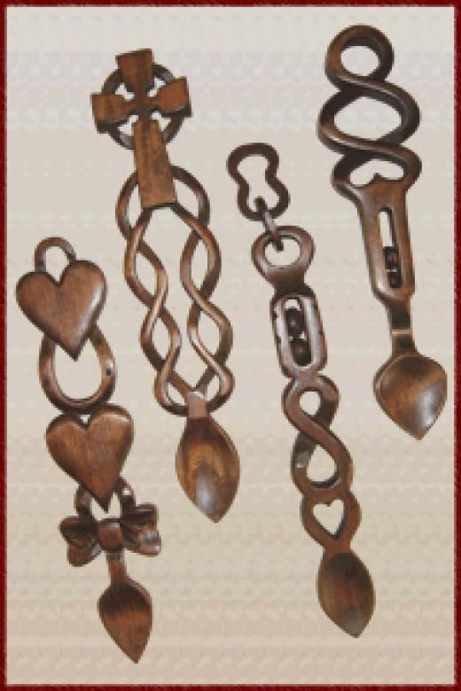 Catherine Zeta-Jones chose Welsh love spoons as wedding favors in honor of her Welsh heritage.