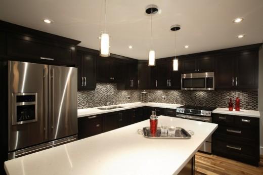 Large Island-style kitchen