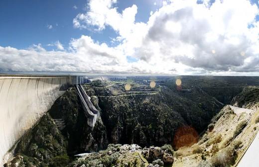 The Almendra Dam.