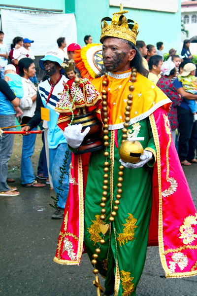 Participant carrying an image of the Child Jesus or Santo Nino.
