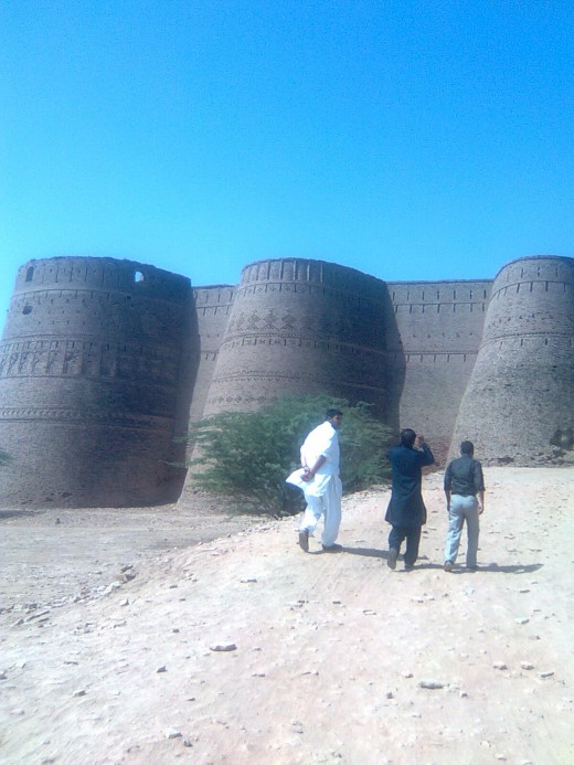 """Wall of """"Darawar"""" fort (Picture by: Maaz)"""