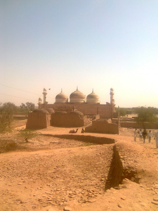"""Mosque of """"Darawar"""" fort (Picture by: Maaz)"""