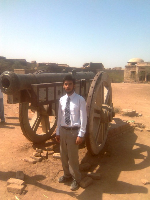 """Cannon of """"Darawar"""" fort (Picture by: Maaz)"""