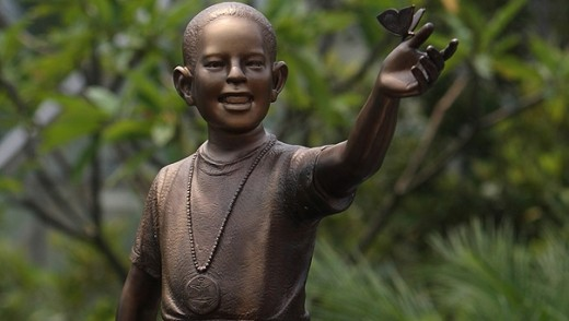 Bronze statue of young President Barack Obama is unveiled in Jakarta, Indonesia (AP). http://www.foxnews.com/scitech/2009/12/15/obama-statue-slammed-facebook-critics/