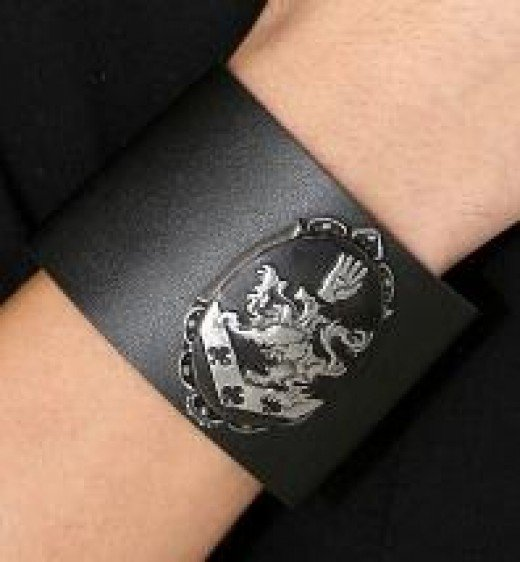 This is the only wristcuff unsuitable for wearing in a corporate place as it is a replica of one worn by Edward Cullen in Twilight and can therefore only end in an endless battle with Werewolves. Nobody needs that.