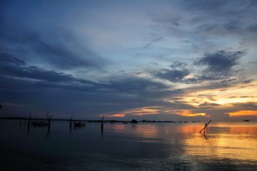Sunset at Tanjung Tinggi Beach (photo by Wawies Wisnu Wisdantio)