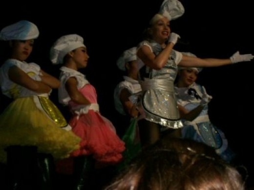 Photo during Yummy preformance, Gwen shown here with Harajuku Girls