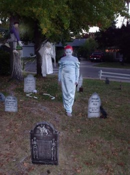 scary yard decorations