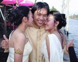 Mr. Tao with wives Sirintara and Thiipawan