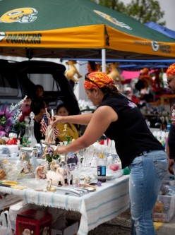 """The allure of a Flea market is great weather and the sheer volume of cool """"stuff""""! Courtesy  http://www.fleamarkets.org/nfma-photogallery/PhotoGallery.asp?Imageid=78&btn=next#78"""