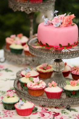 Beautiful Cupcake Stands Can Transform Your Cupcakes