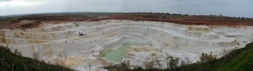 A kaolin mine. Kaolins are the purest of all clays. Image Credit: Wikipedia Commons.