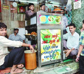 Vaishnav Chaat Bhandar in Kamla Nagar
