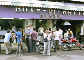 Bille di Hatti in Kamla Nagar is another hangout for college students in North Campus.